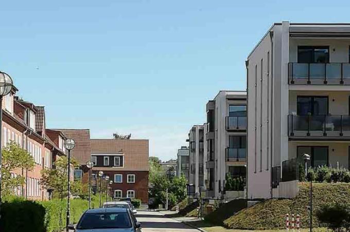 Foto: Neuer Wohnungsbau und alter Wohnungsbestand an der Lort-zingstraße