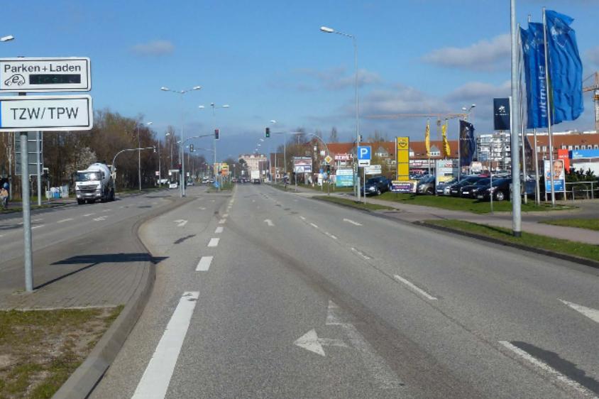 Foto: Gewerbe am Ortseingang Süd an der Stadtautobahn