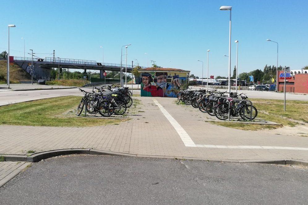"Foto: Fahrradstellplätze am S-Bahnhof ""Werft"""