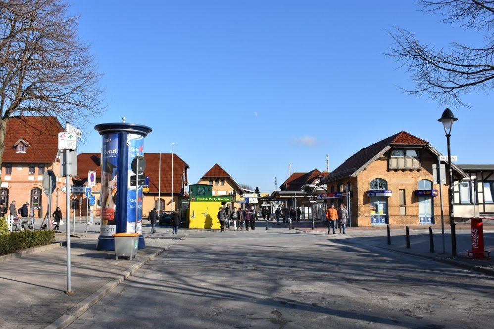 Foto: Bahnhof mit Vorplatz