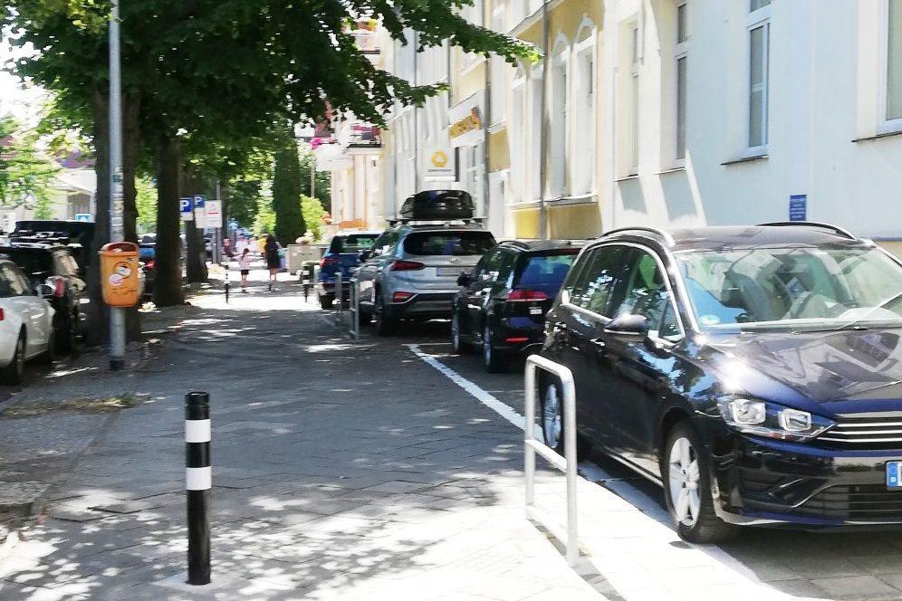 Foto: Zugeparkter Straßenraum