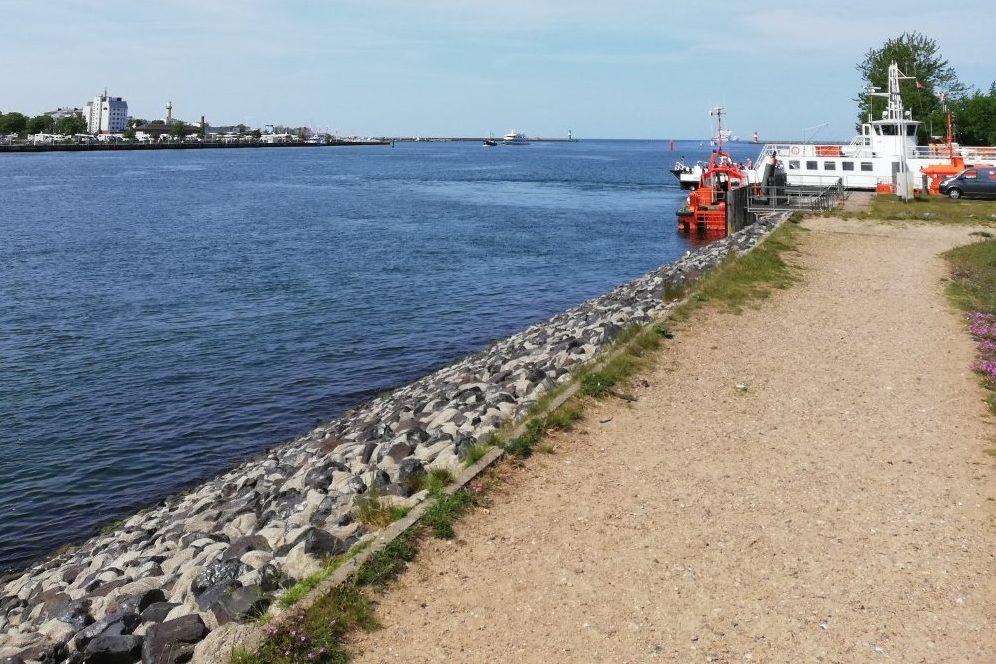 Foto: Fähre Hohe Düne am Seekanal