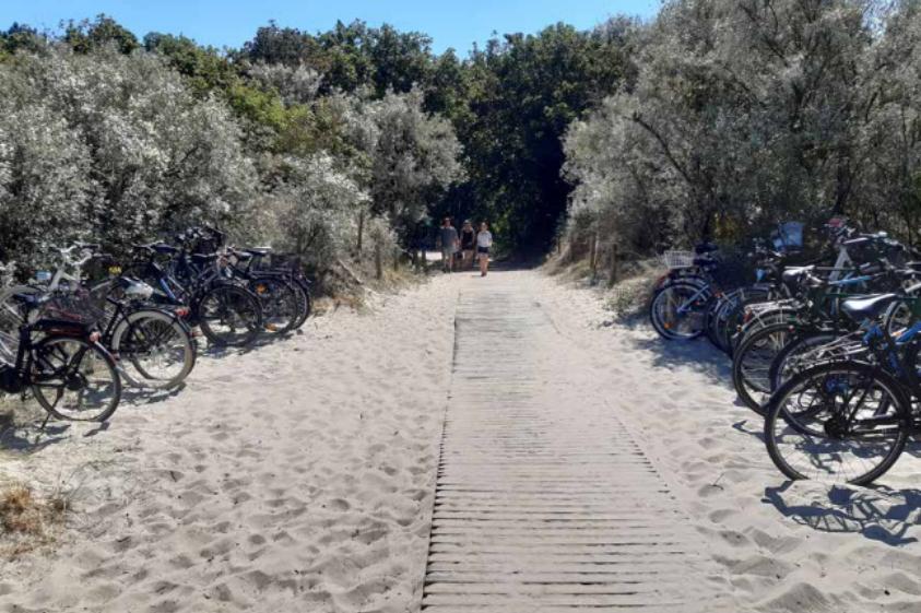 Foto: Fahrradständer am Strandzugang