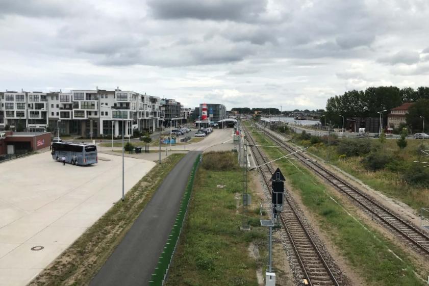 """Foto: S-Bahnhof """"Werft"""" mit Busparkplatz"""