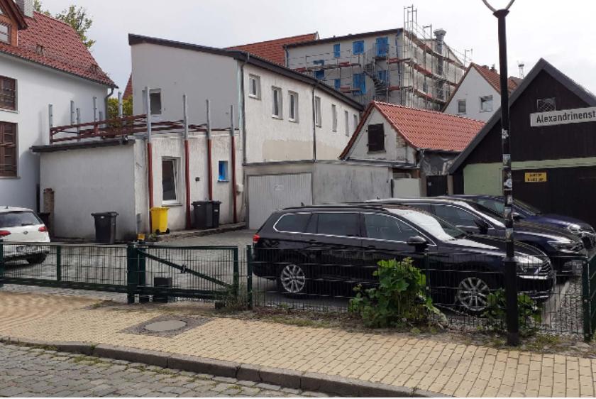 Foto: Hinterhof mit Mülleimern