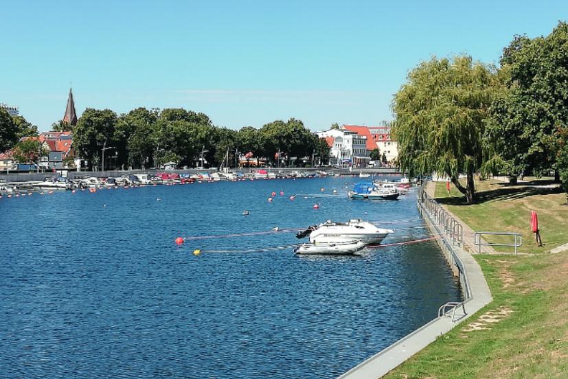 Foto: Neugestaltetes Ufer mit neuer Kaikante am Südende Alter Strom auf der Mittelmole