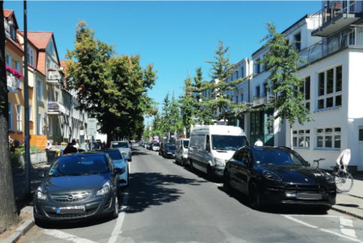 Foto: Straße mit parkenden Autos